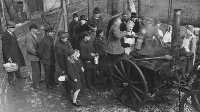 Berlin, army feeding the poor